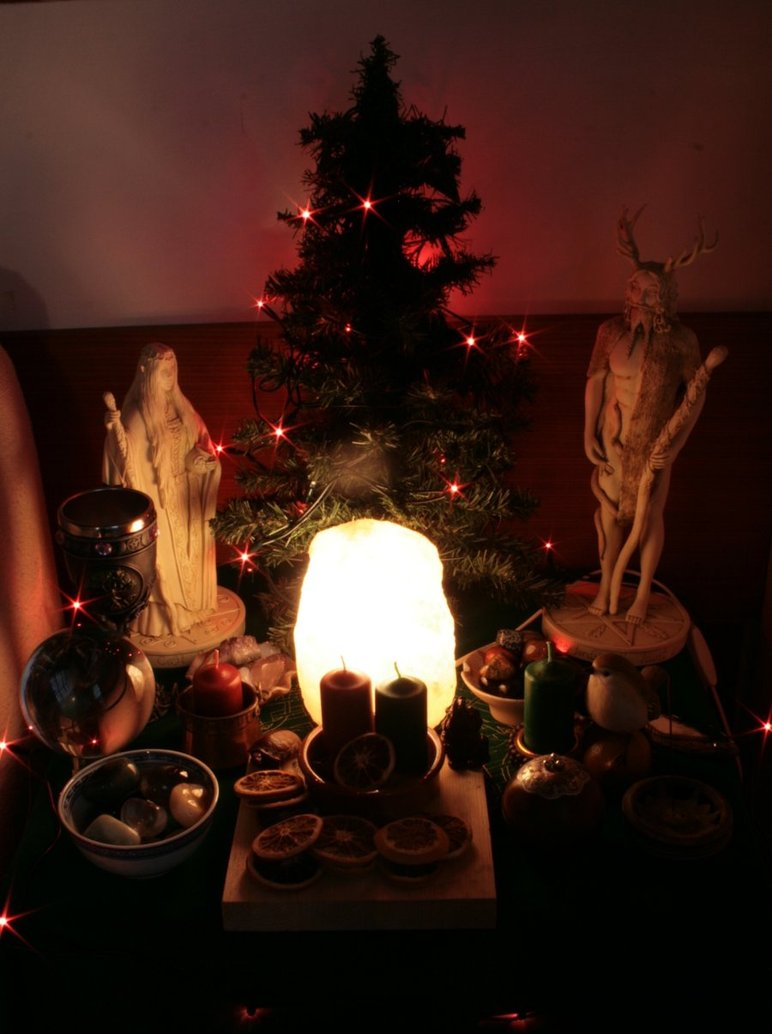 yule_altar_2009_by_reandeanna